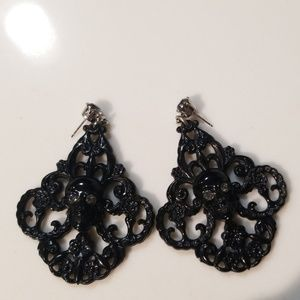 Tarina Tarantino black skull earrings